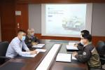 STX엔진 박기문 사장이 K9 엔진 개발 과제 회의를 진행하고 있다