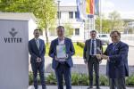베터파마가 2년 연속으로 Axia Best Managed Companies Award 상을 수상했다. 자사 및 어워드 스폰서사인 Deloitte Private, Credit Suisse 관계자들이 라벤스부르크에서 열린 시상식에 참석했다