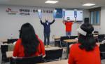 캠페인에 참여하는 보호 종료 청소년들이 사전 교육을 받고 있다