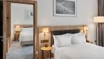 힐튼이 전 세계 주요 호텔 중 최초로 커넥팅룸 사전 예약 서비스를 출시, 단체 여행 고객이 2개 이상의 연결된 객실을 즉시 확인하고 간편하게 예약할 수 있는 시스템을 구축했다