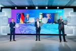 보쉬 이사회 의장 및 보쉬 그룹 회장 폴크마 덴너(Dr. Volkmar Denner)와 보쉬 이사회 멤버 하랄드 크뢰거(Harald Kroeger)가 드레스덴 새로운 300mm 웨이퍼 팹 공식 오픈행사에 참석하고 있다. 왼쪽 위부터 독일 총리 앙겔라 메르켈(Dr. Angela Merkel), EU 집행위 부위원장 마르그레테 베스타거(Margrethe Vestager), 왼쪽 아래부터 작센(Saxony)주 총리 미하엘 크레치머(Michael Kretschmer), 보쉬 이사회 의장 및 보쉬 그룹 회장 폴크마 덴너(Dr. Volkmar Denner), 보쉬 이사회 멤버 하랄드 크뢰거(Harald Kroeger)