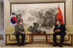 왼쪽부터 김태일 장안대학교 총장과 싱하이밍 중국대사가 만나 간담회를 진행하고 있다