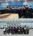 장안대학교 2020학년도 후기 제41회 전문학사 학위 수여식에 참여한 졸업생들이 기념촬영을 하고 있다