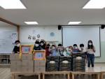 부스러기사랑나눔회가 아너소사이어티 후원자의 나눔으로 준비된 한가위 온정(溫情) 박스를 아이들에게 전달했다