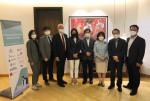 왼쪽에서 세 번째 아이너 옌센 주한 덴마크 대사와 신현영 보건복지위원회 위원 등 주요 참석자가 기념촬영을 하고 있다