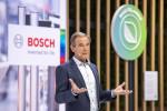 """보쉬 이사회 의장 및 보쉬 그룹 회장 폴크마 덴너 박사는 """"전기모빌리티는 보쉬의 핵심 사업이고, CO2-프리 모빌리티(CO2-free mobility)는 성장 분야가 될 것""""이라며 """"우리는 도전을 기회로 만들고 있다. 이것이 보쉬가 일하는 방식""""이라고 말했다"""