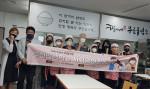 부천대학교 하나향기봉사동아리 회원들이 향기네무료급식소에서 봉사활동을 실천하고 있다