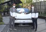왼쪽부터 기아 판매사업부장 이한응 전무와 휴맥스 모빌리티 오영현 공동대표가 기념 촬영을 하고 있다