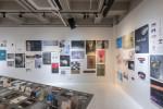 디자인사강의 작업물 중 엄선한 300여 점의 도록과 전시 포스터를 함께 소개하는 아카이빙 전시로 구성해 많은 작가들의 추억과 공감을 자아내고 있다
