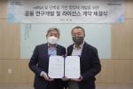 왼쪽부터 엠디뮨 배신규 대표, 카이노스메드 이기섭 회장