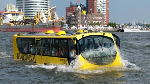 네덜란드 현지에서 운행 중인 수륙양용버스