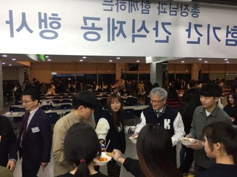 코리아텍 김기영 총장, 20일 중간고사 기간 학생 700명에게 간식 제공