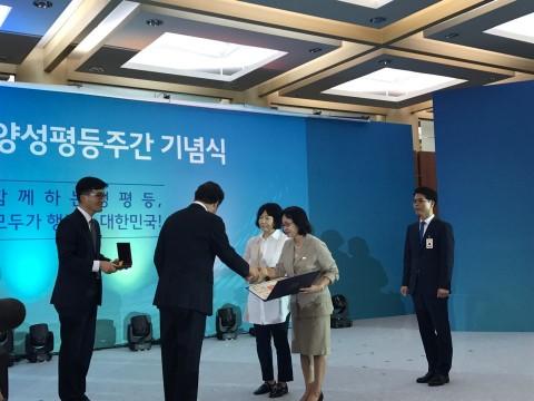 종로여성인력개발센터 김영남 관장, 국민훈장 목련장 수상