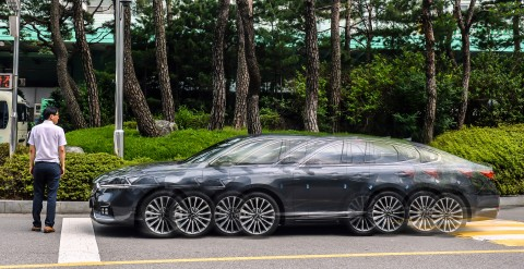 현대∙기아차가 자동차 사고 저감에 가장 효과가 큰 지능형 안전기술인 전방충돌방지보조를 승용 전 차종에 기본 적용한다. 사진은 전방충돌방지보조가 적용된 승용차 시험 모델
