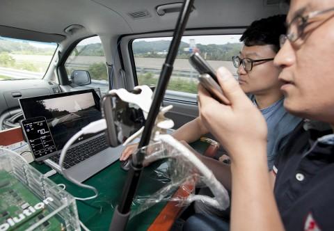 SK텔레콤과 LG전자가 LTE기반 차량통신기술을 공동 개발한다