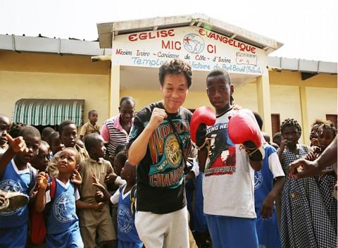 한국 복싱의 레전드 장정구가 화보를 통해 아시아와 아프리카 청소년을 위한 드림캐쳐로 부활한다