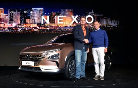 현대자동차가 8일 미국 라스베이거스에서 열린 CES 2018에 참가해 미래형 SUV NEXO의 차명과 제원, 주요 기술을 세계 최초로 공개하고 미국 자율주행 전문기업 오로라와 자율주행 기술을 공동개발하는 현대차그룹-오로라 프로젝트를 발표했다