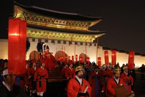 전 세계인의 시선이 집중되고 있는 2018 평창 동계올림픽을 밝힐 성화가 13일 대한민국의 수도 서울에 입성해 봉송을 시작했다