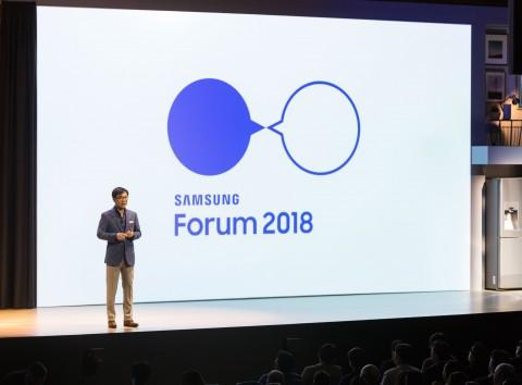 삼성전자 CE부문장 김현석 사장이 현지시간 6일 이탈리아 로마에서 열린 삼성 포럼에서 올해 주요 제품과 전략을 설명하고 있다