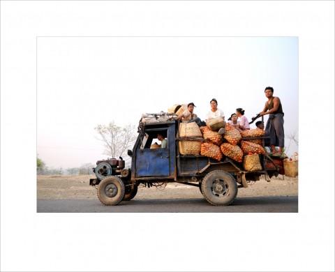 사진작가 이성필 목사 작품 중 버스에서 만난 광경