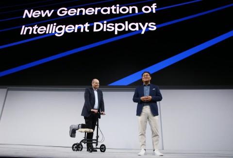 삼성전자 뉴욕 2018년형 QLED TV 공개 현장에 마크톰슨과 한종희 사장