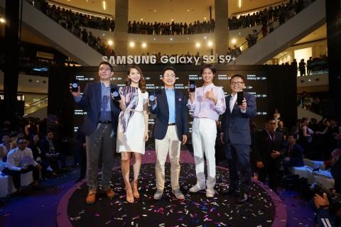 15일(현지시간) 말레이시아 쿠알라룸프르에서 열린 갤럭시 S9·갤럭시 S9+ 출시 행사에 배우 박보검(오른쪽에서 두번째)이 참석했다