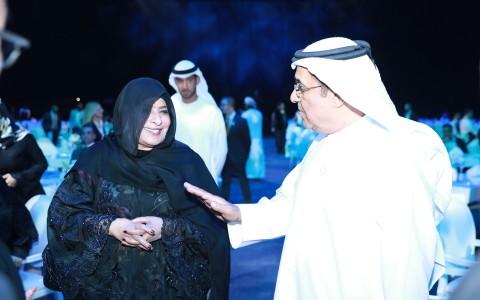 두바이에서 열린 로커스체인 론칭 행사에서 두바이의 공주 Her Highness Sheikha Mozah Al Maktoum와 대화하는 Middle East & Europe Division의 Khalfan Saeed Al Mazrouei