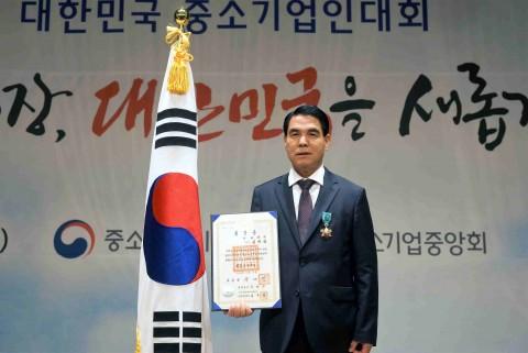 김재삼 녹차원 대표이사가 17일 철탑산업훈장을 수훈했다