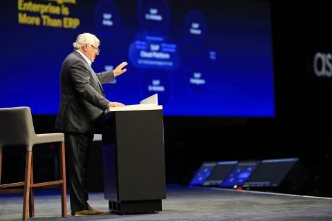 사파이어 나우 2일차 행사에서 기조연설을 하고 있는 하소 플래트너(Hasso Plattner) SAP 경영감독위원
