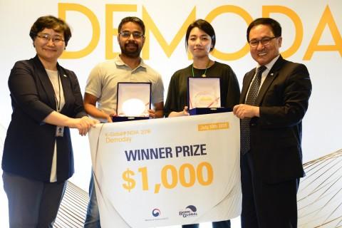 10일 인도 뉴델리에서 열린 'K-Global@India 2018: Demo Day'에서 우승을 차지한 한국의 엑소시스템즈와 인도의 체인울프