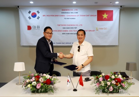 대원 전응식 대표이사(좌측), 탄닷그룹 응웬 띵 찌엔(Mr. Nguyen Dinh Chien) 회장(우측)