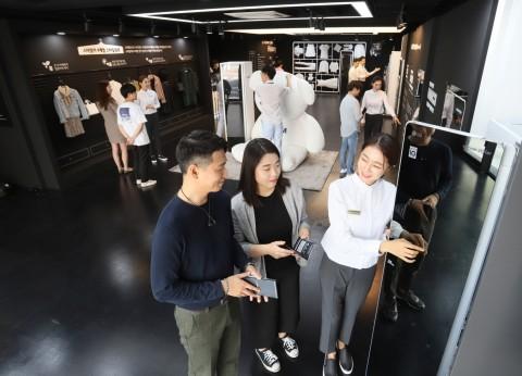 LG전자가 8월 17일부터 9월 16일까지 한 달간 서울 신사동 가로수길에 LG 트롬 스타일러 라운지를 운영한다
