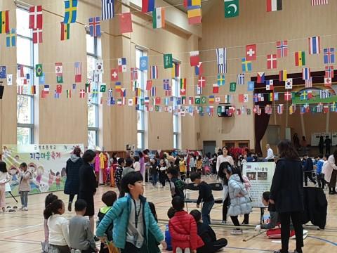 고양이민자통합센터가 금계초등학교에서 개최한 지구마을 축제 현장