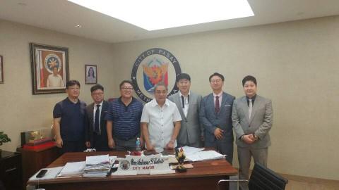 빠사이市 시장(사진중앙) 및 필리핀 관계자와 주식회사 디글로벌홀딩스·뉴드림이엑스 관계자
