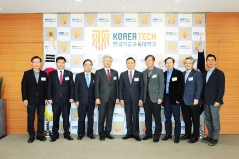코리아텍은 천안시와 코리아텍 중회의실에서 4차 산업혁명에 대응하고 미래 신산업 발전에 협력한다는 내용의 업무협약을 체결했다