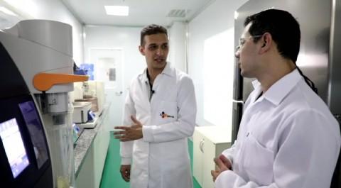 브라질 삐라시까바 공장에서 CJ브라질 직원들이 품질관리 활동을 진행하고 있다