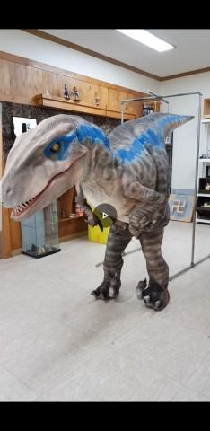 4m 크기의 움직이는 공룡 조형물