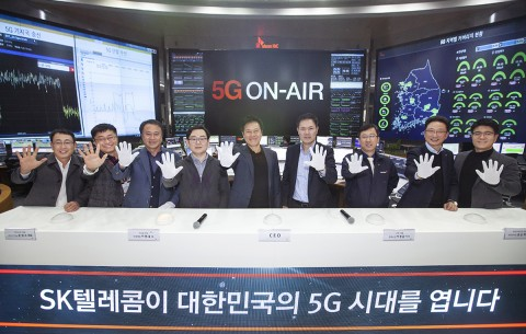 SK텔레콤이 5G 네트워크를 선보이고 5G 기념 행사를 개최했다