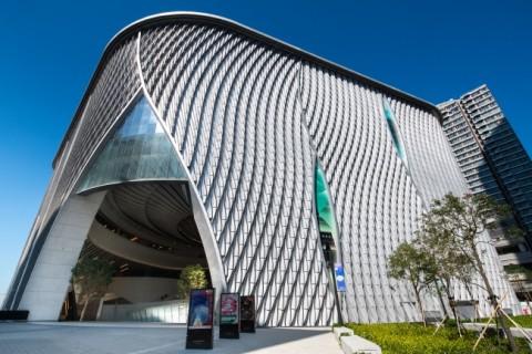 중국 등불에 영감을 받아 설계된 시취센터 건물 디자인은 전통적 요소와 현대적 요소가 조화를 이루고 있다