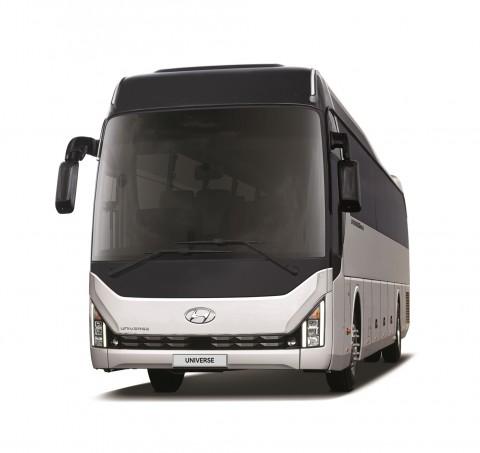 현대자동차는 내·외장 디자인을 변경하고 버스에 특화된 안전 및 편의사양을 대폭 강화한 유니버스의 상품성 개선모델의 내·외장 디자인을 공개했다
