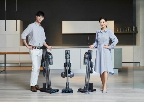 삼성전자가 무선 청소기 업계 최고 수준인 200W(와트) 흡입력을 구현하고 차별화된 미세먼지 배출 차단 시스템을 갖춘 프리미엄 무선청소기 삼성 제트를 출시한다