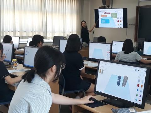 찾아가는 실험실 3D 중점 실험실에서 수업이 진행되고 있다