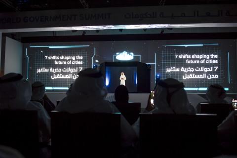 미래 비전. 셰이크 함단 빈 모하메드 알막툼 두바이 왕세자가 미래의 도시는 어떤 모습일지를 홀로그램 연설을 통해 보여 주었다
