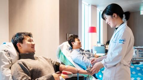 한국교직원공제회 임직원들이 사랑의 헌혈 봉사활동을 펼쳤다
