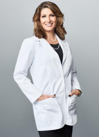 메리케이 수석과학부사장 루시 길디어 박사는 피부과학 연구의 최선두에 서 있다. 2017년 대표적인 뷰티 브랜드에 합류한 이후 직접 판매 및 화장품 업계의 선도적 인 스킨 케어 혁신자로서의 지위를 확보하는 데 기여를 했다