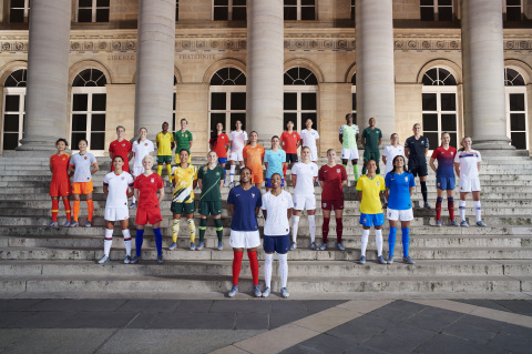 28 of the world's top footballers joined Nike (NKE: NYSE) in Paris to unveil 14 National Team Collections. From left to right: Wang Shuang and Wu Haiyan (China); Sophie Schmidt and Janine Beckie (Canada); Alex Morgan and Megan Rapinoe (USA); Thembi Kgatlana and Janine Van Wyk (South Africa); Sam Kerr and Ellie Carpenter (Australia); María José Rojas and Karen Araya (Chile); Marie-Antoinette Katoto and Grace Geyoro (France); Lieke Martens and Danielle van de Donk (The Netherlands); Selgi Jang and Sohyun Cho (South Korea); Steph Houghton and Toni Duggan (England); Asisat Oshoala and Rasheedat Ajibade (Nigeria); Adriana Silva and Andressa Alves (Brasil); Annalie Longo and Hannah Wilkinson (New Zealand); and Caroline Graham Hansen and Frida Maanum (Norway)