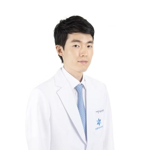 하남 미사 눈꽃피부과의원 피부과 전문의 최정휘 원장