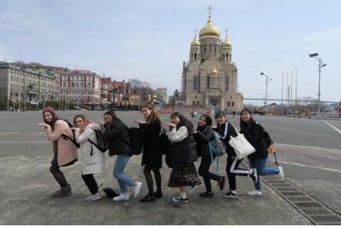 한국 학생들과 블라디보스토크 1번학교 학생들