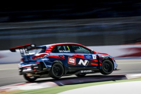 2019 WTCR 대회 개막전 경기에서 현대자동차의 고성능 경주차 i30 N TCR이 주행하고 있다