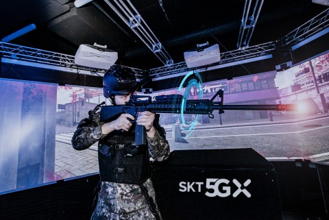 육사 생도가 VR 기반 정밀사격훈련 시뮬레이터로 전시 상황 사격훈련을 받고 있다